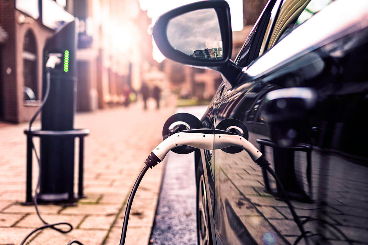 The EV Race to 2030: Why Local Councils Hold the Key to Decarbonising Road Transport 1